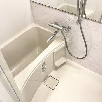 鏡スタイリッシュ!使いやすいサーモ水栓です。