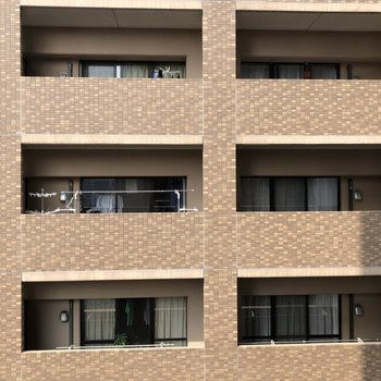 眺望はお隣のマンションですが、圧迫感はありません!
