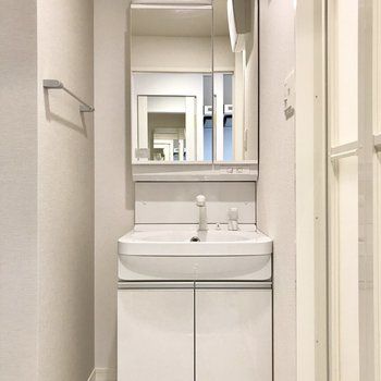 シンプルかつ使いやすい洗面台!