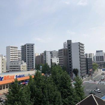 廊下からの眺望は博多のマンション群が!