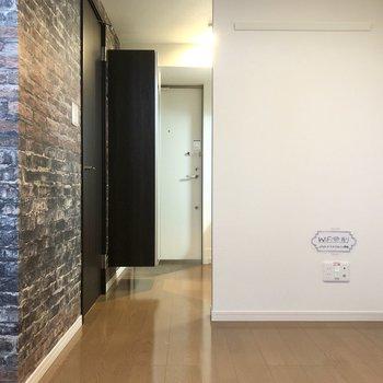【洋室】居室とキッチン方面を仕切るドアはありません。