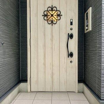 エントランスのドアもかわいいんです。