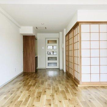 床も壁紙も新しいものに!