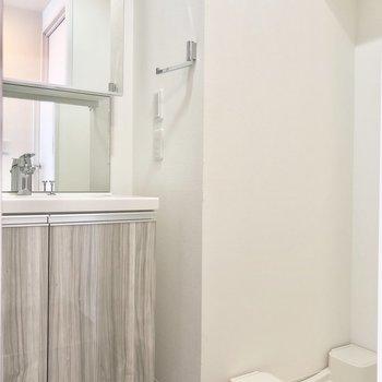 洗面台もキッチンと同じ模様で統一感がありますね。
