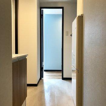 キッチン→脱衣所→洋室。ここ繋がってるんです!
