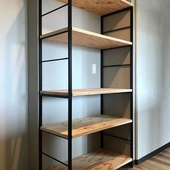 後ろにはこんな棚、かごを使って収納したいな!