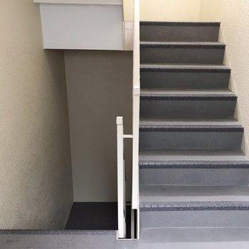 お部屋までは階段をぐるぐる