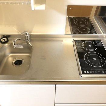 2口IHコンロは嬉しいですね。調理スペースも十分な広さです。※写真は前回募集時のものです