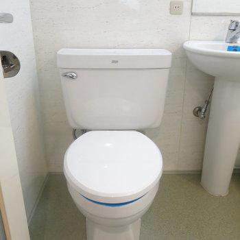 トイレはシンプルに! (※写真は3階の反転間取り別部屋のものです)