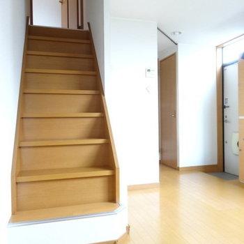 階段はちょっと急なので、気をつけて登ってね!