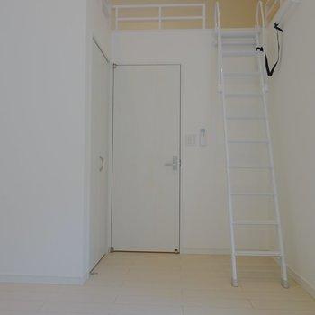 その分階段を登れば・・・※写真は同タイプの別室。