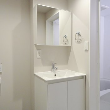 オシャレな洗面台※写真は同タイプの別室。