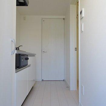 すっきりとした玄関。※写真は同タイプの別室。
