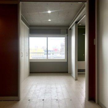 開けておくのも、洋室を広々使えていいかもなっ♪
