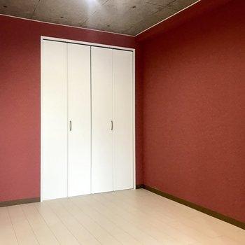 4.5嬢の洋室は赤で!