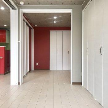 扉を開けると、隣の洋室と繋がってるの!
