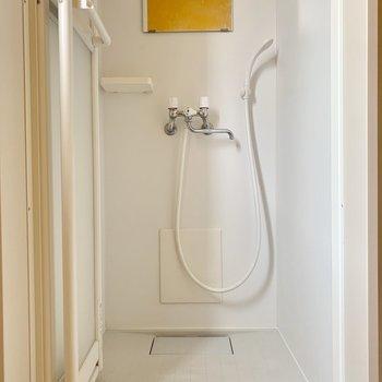 シャワールームもシンプル