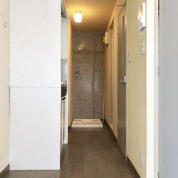 水回りは廊下に集合。