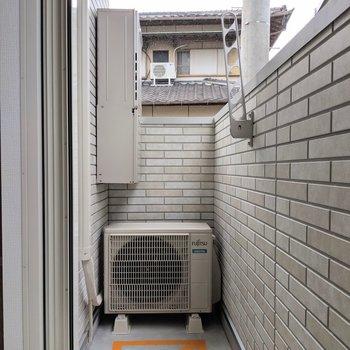 バルコニーにお洗濯物。低い位置に干せるからプライバシーも守れるね。