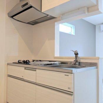 キッチンはホワイトで清潔感◎