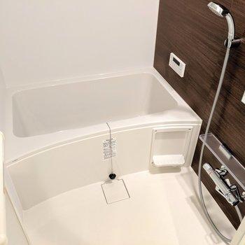追い焚き・浴室乾燥・呼び出し機能付き!ほんとに設備が充実してる〜!(※写真は1階の反転間取り、角部屋のものです)