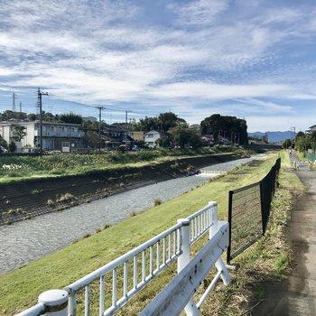 休日は川沿いをお散歩したいですね。