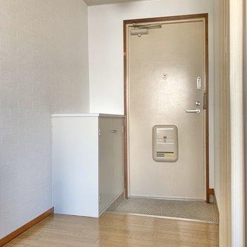 玄関はゆとりあり。靴箱つきです◎