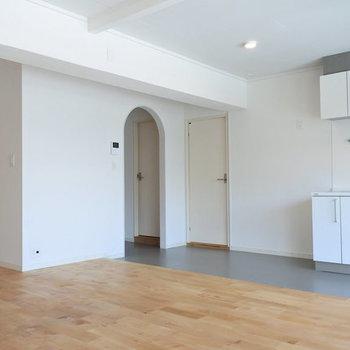 【完成イメージ】玄関から脱衣所へは、小さなアーチができますよ。