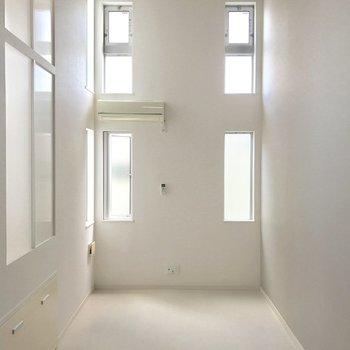 窓が多いんです。(※写真は1階の反転間取り別部屋のものです)