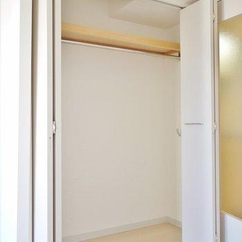 収納の大きさはまずまず。※写真は1006号室のものです。