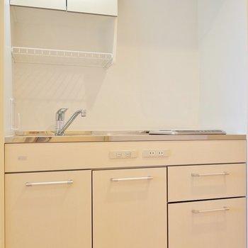 キッチンはコンパクトサイズ。※写真は1006号室のものです。