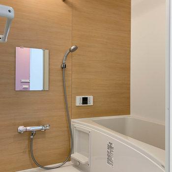 浴室乾燥、追い炊き付きのお風呂。