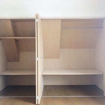 パカっと開けると大容量の収納スペース
