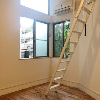居室にも窓が並んで2つ
