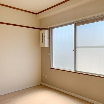 玄関はいって左手のお部屋。スリガラスになってます。