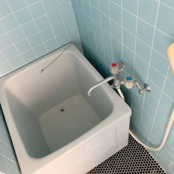 お風呂はましかく。かわいい色。※写真はクリーニング前になります。