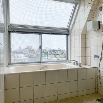 横には、天窓のあるお風呂!いやーすごい。