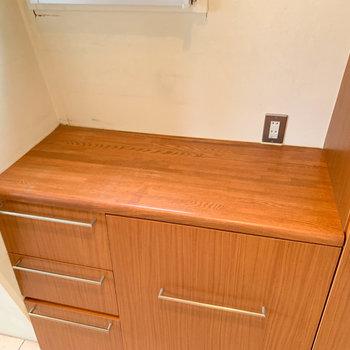 【ディティール】キッチン奥にもまた棚。ここに電子レンジとかちょうど良さそう。