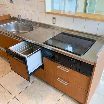 【LDK】食洗機も付いてます。3口IHのキッチン。