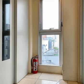 エレベーター前が、いわゆる玄関スペース。すげえ。