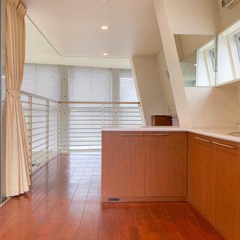 【洋室】これがキッチンの上に見えてた洋室か!