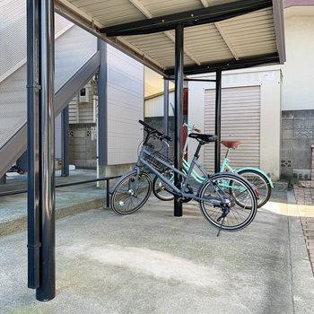 階段近くに駐輪場です。