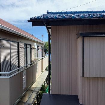 眺望は向かいのアパートです。