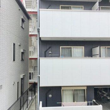 こちらは新しいマンションが目の前に。