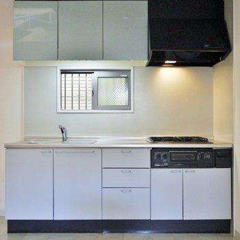 ファミリー向けの大きなキッチン※写真は同タイプの別部屋