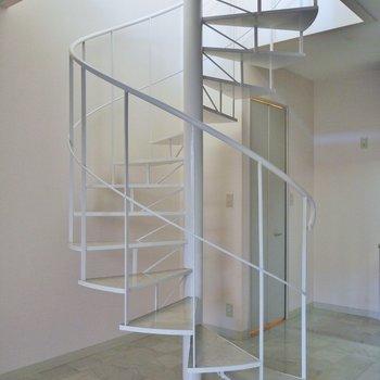 螺旋階段ってやっぱり絵になる※写真は同タイプの別部屋