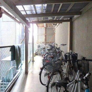 共有部】屋根付きの駐輪場は無料です、やった!