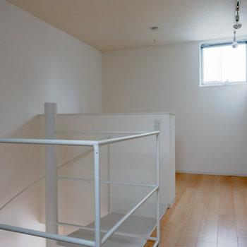 次に2階を。奥側がベッドスペース。※写真は通電前のものです。