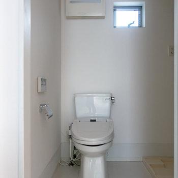 入ってすぐにお手洗。※写真は通電前のものです。