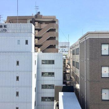 眺望はビルにマンションたち。